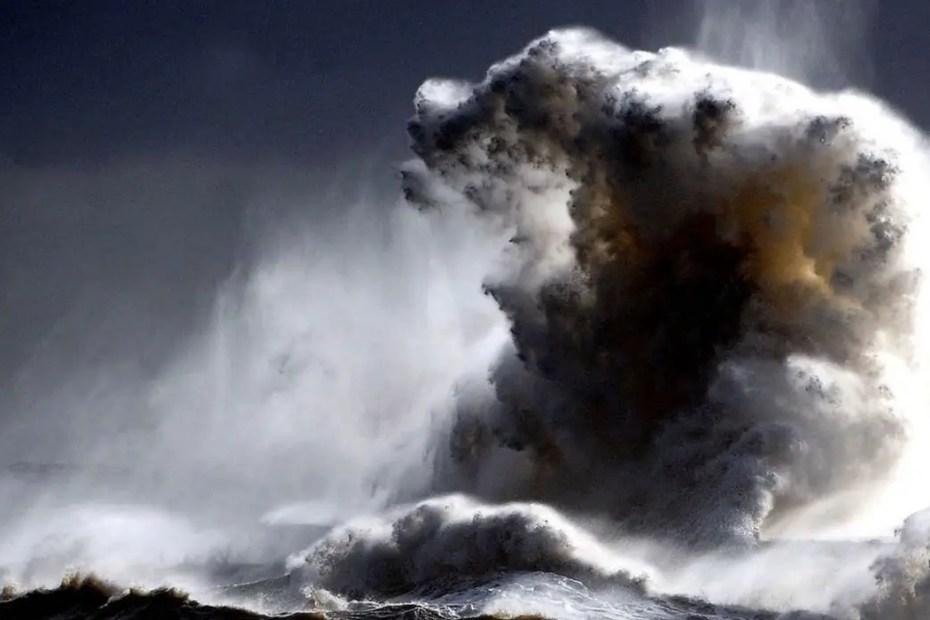 Imagen de una mega ola.