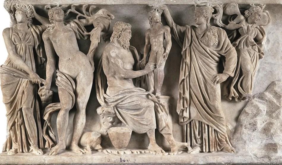 Escultura de la mitología griega. Vemos a Prometeo y a Atena creando al ser humano.