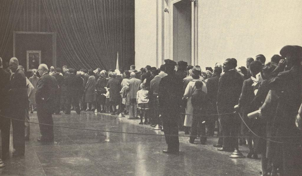 Fotografía de una fila de personas.