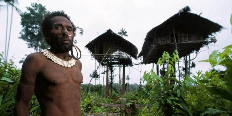 Las tribus perdidas y sin contactar de la tierra, los korowai y la tribu piraña