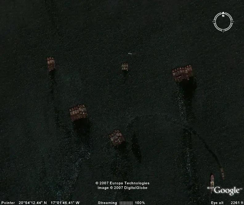Fotografía del cementerio y desarmadero de barcos de Mauritania.