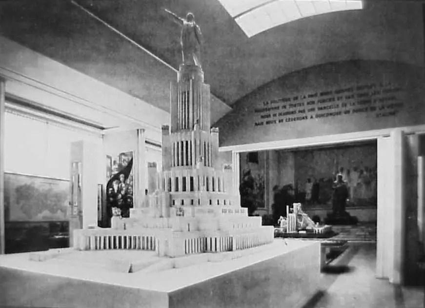 Fotografía del interior del pabellón soviético.