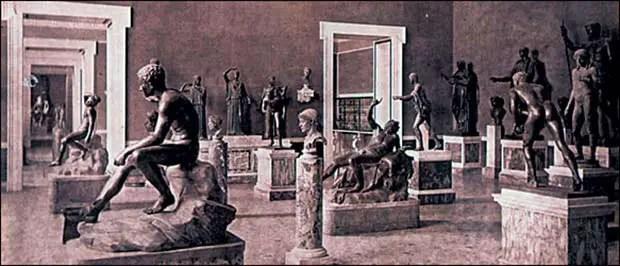 Fotografía de los monumentos rescatados de la Villa de los Papiros.