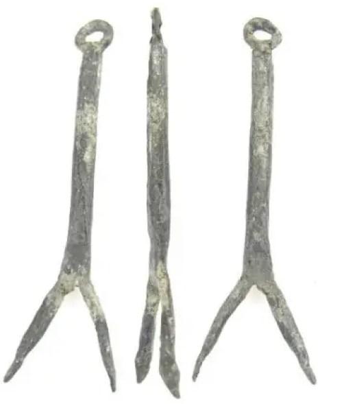 Fotografía de un tenedor de plomo.