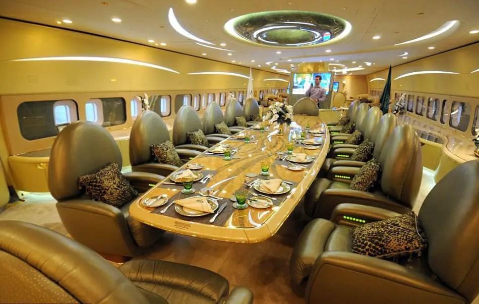 Comedor principal del avión del sultán de Brunei.