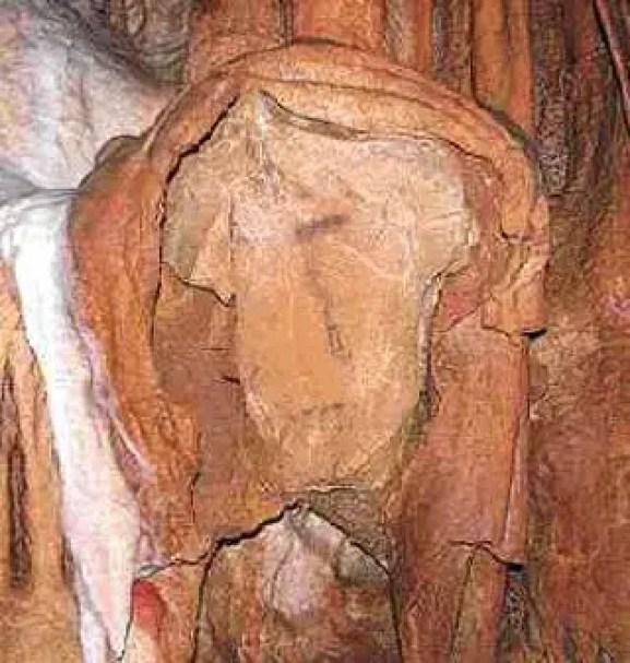 Fotografía del retato en piedra más antiguo del mundo.