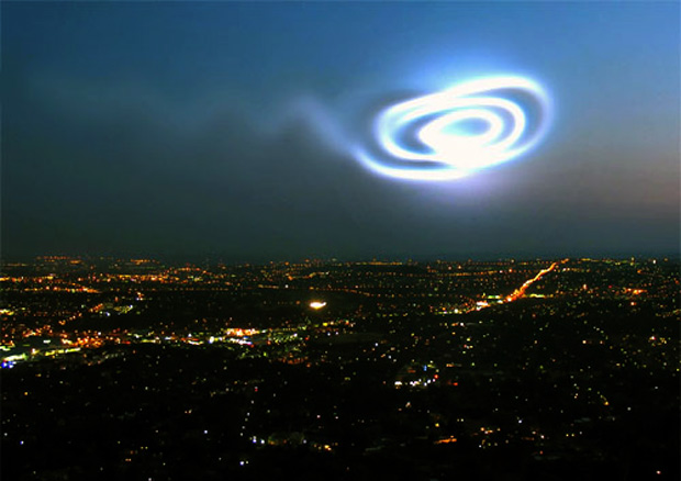 Fotografía de un cohete en despegue orbital.