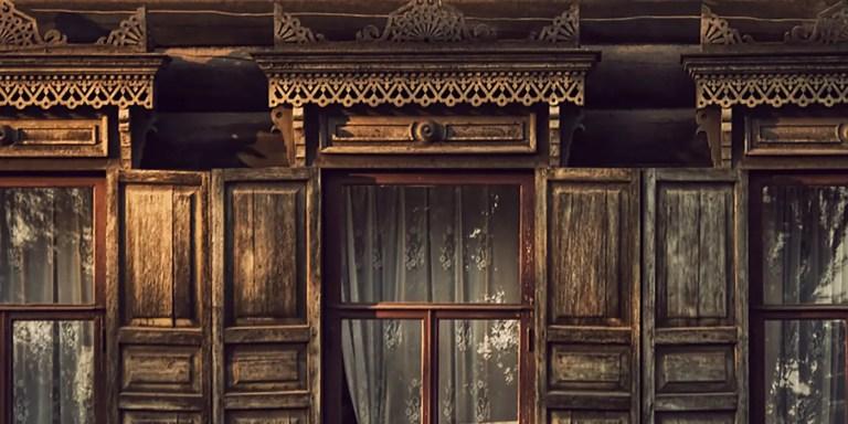 Fotografía de las casas ornamentadas de siberia.