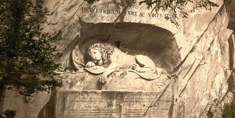 El León de Lucerna, un león tallado sobre la cara de una montaña