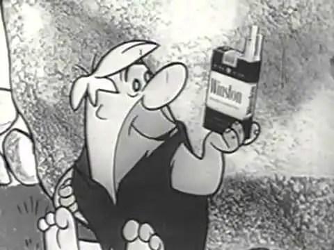 Captura de la serie Los Picapiedra fumando.