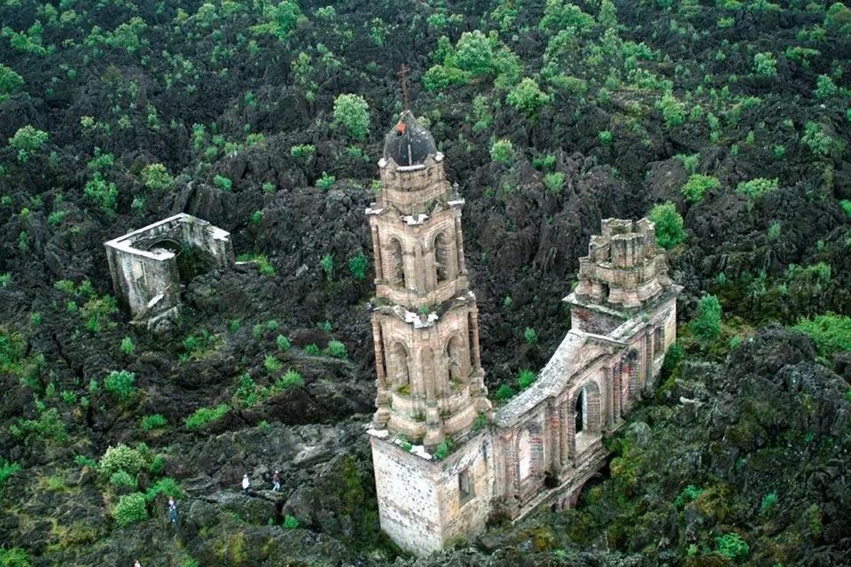 Fotografía de la iglesia de San Juan de Parhicutini.