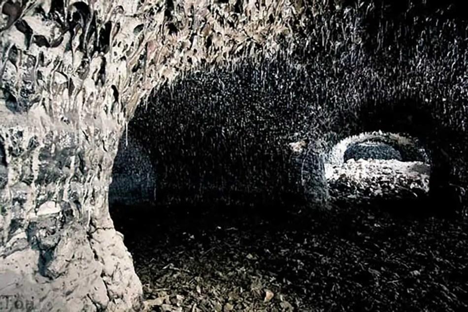 Fotografía del interior del Fuerte Zverev.