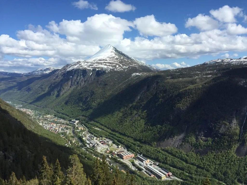 Fotografía del pueblo de Rjukan.