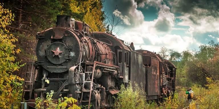 El colosal depósito de trenes soviéticos caídos en el olvido de Shumkovo