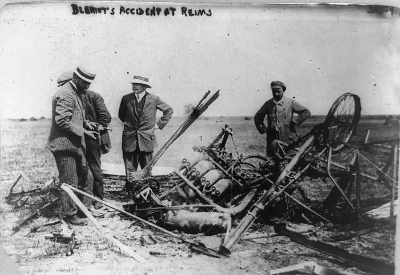 Fotografía del accidente aéreo de Louis Bléirot en 1909.
