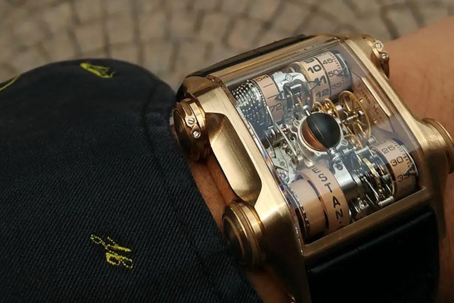 Fotografía de un reloj Cabestan.