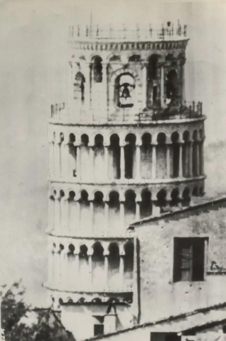 Fotografía de la década de 1940 de la torre de Pisa.
