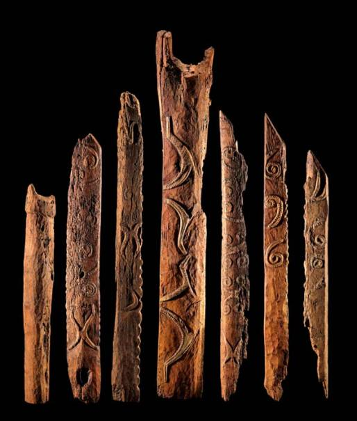 Restos del arte que adornaba las casas de la tribu moriori, la mayoría de las mismas fueron destruídas por los Maoríes durante su sangrienta invasión.