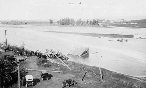 Fotografía en blanco y negro de San Diego inundado.