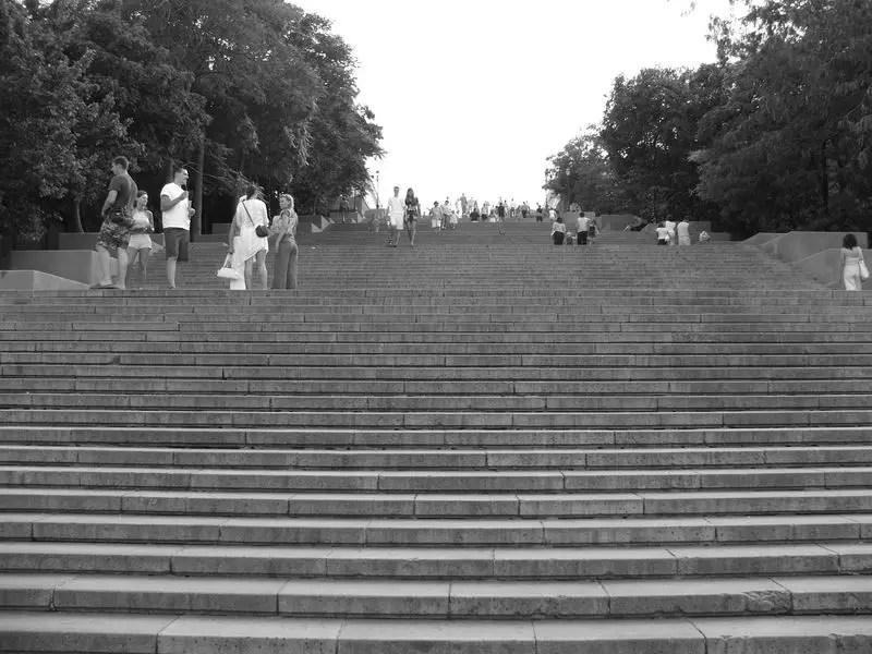 Detalle de los escalones de la Escalera de Odesa en la cual vemos sus enormes dimensiones.