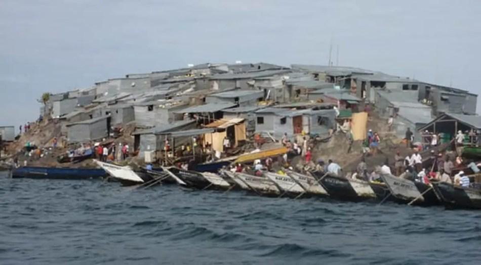 Vista de las hileras de botes en las costas de la isla de Migingo.