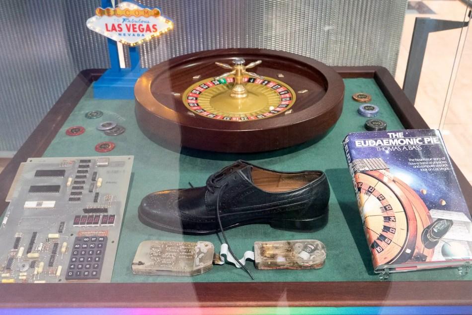 Exhibición de museo mostrando los elementos que los Eudaemons intentaron utilizar para destripar a los casinos de Las Vegas.
