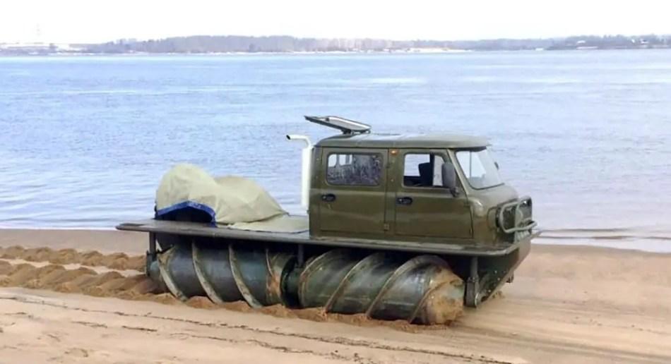 Imagen de un vehículo todo terreno ruso.