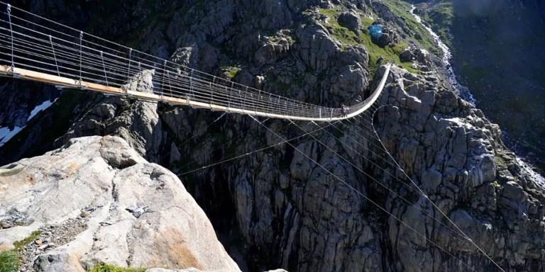 El puente colgante de Trift, el puente más extremo del mundo