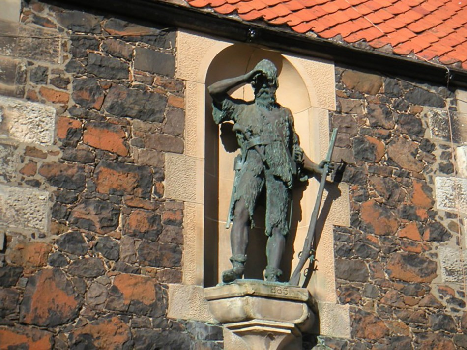 Estatua en honor a Alexander Selkirk.