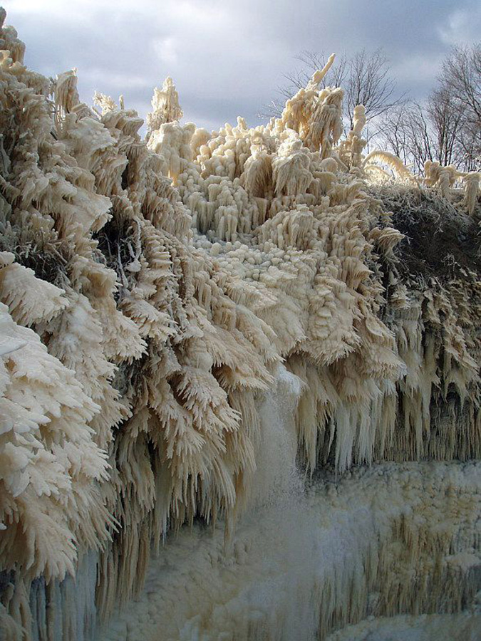 Las cascadas congeladas de Valaste.
