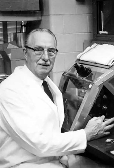 Dr. George Otto Gey, el hombre que extrajo las células HeLa de Henrietta Lacks sin su consentimiento.