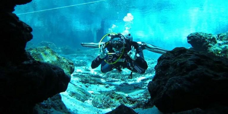 Espeleo buceo, el buceo en cavernas submarinas.