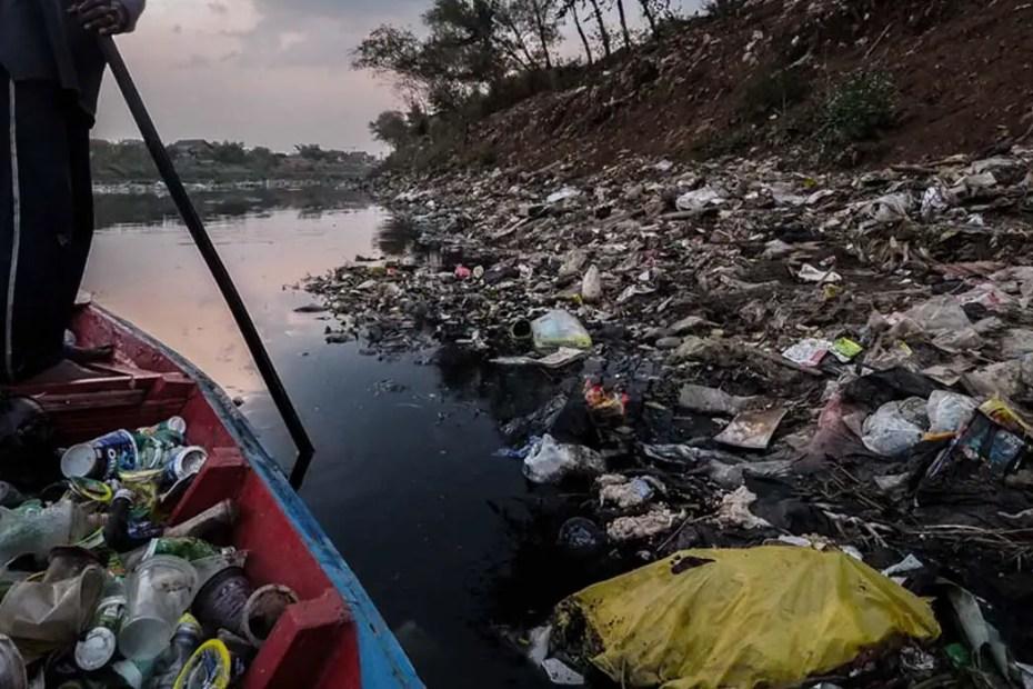 Contaminación en el río indonesio de Citarum.