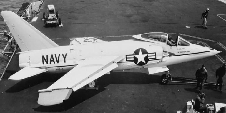 F-11 Tiger, el modelo de avión pilotado por Tom Attridge.