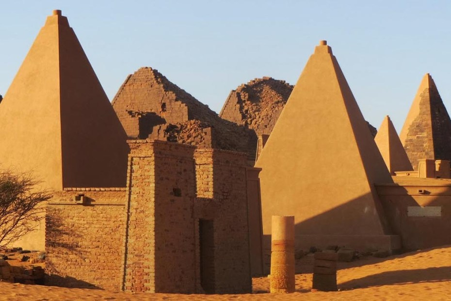 Pirámides del Reino de Kush, muchas de estas pirámides sufrieron un nivel de destrucción sin precedente a manos de Giuseppe Ferlini.