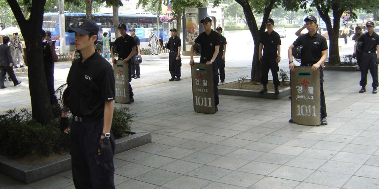Policía anti-disturbios surcoreana.