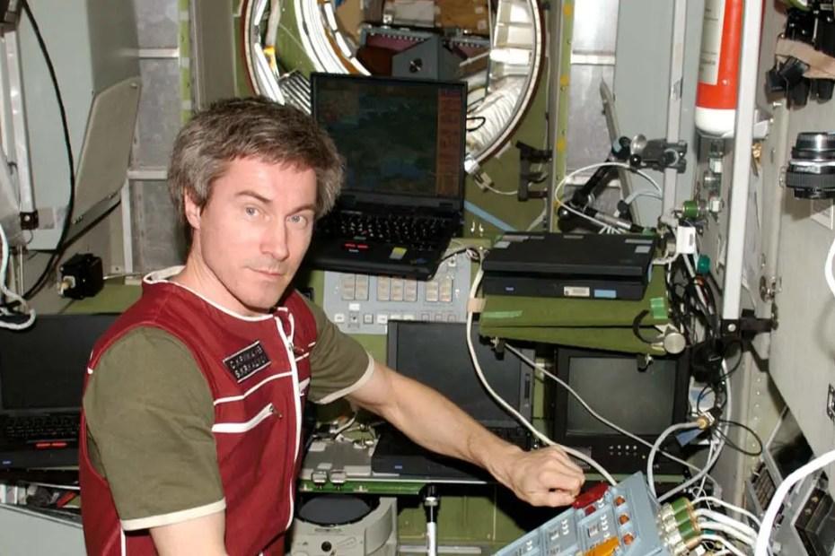 Sergei Krikalev en la estación espacial MIR.