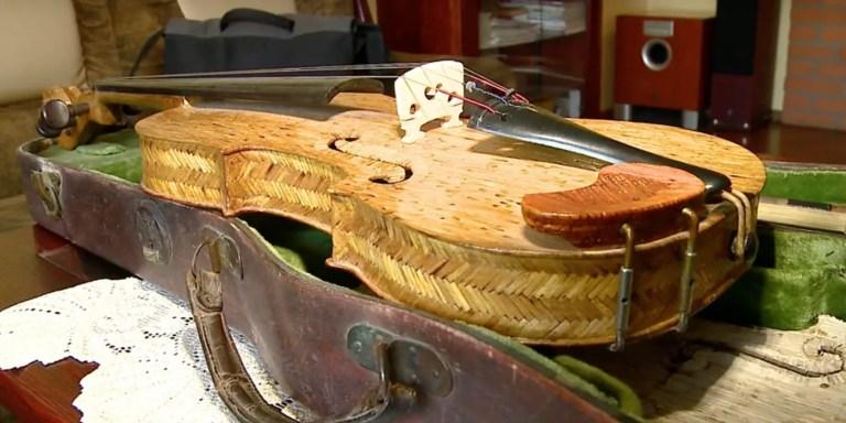 Jack Hall, un lutier que crea instrumentos musicales con miles de piezas
