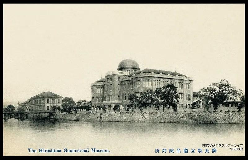 Domo Hiroshima antes de ser destruido por la bomba nuclear y cuando todavía sevía como el Museo Comercial de Hiroshima.