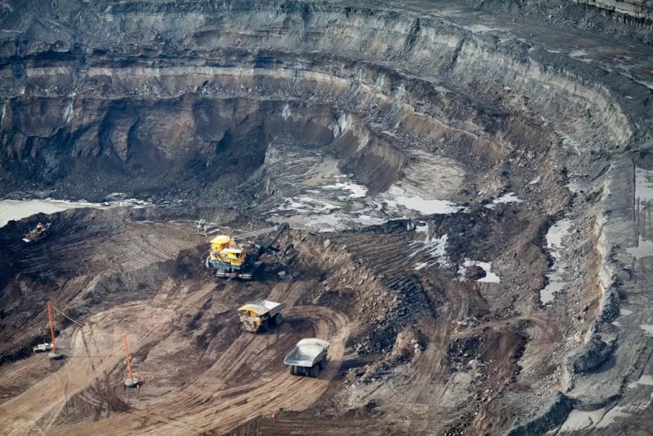 Laderas de la mina a cielo abierto Millenium, donde se encontró al fósil mejor preservado de dinosaurio hallado hasta el momento. .