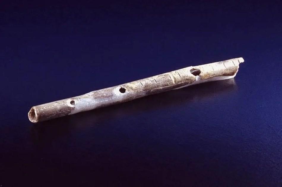 Flauta de Geissenklösterle, el instrumento musical más antiguo que aun se conserva.