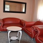 Angas Plains Wines - Glenelg Apartment - lounge