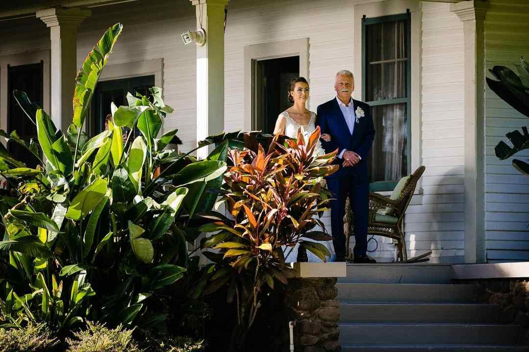bride escorted by dad at olowalu plantation house