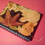 Adornar libreta con hojas naturales