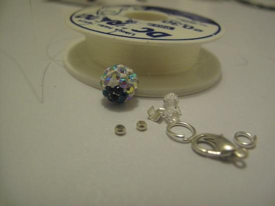Materiales para hacer el collar punto de luz.
