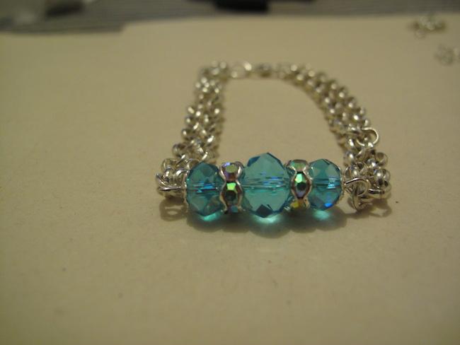 Pulsera de Cristal Chino es una hermosa y elegante joya de bisutería, siguiendo el paso