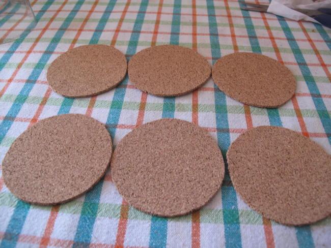3-recortar-circulos-lamina-corcho