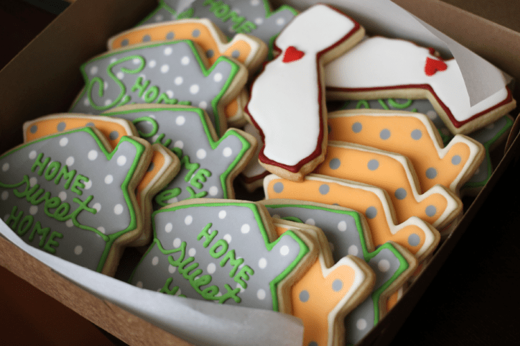 house-suger-cookies-boxed