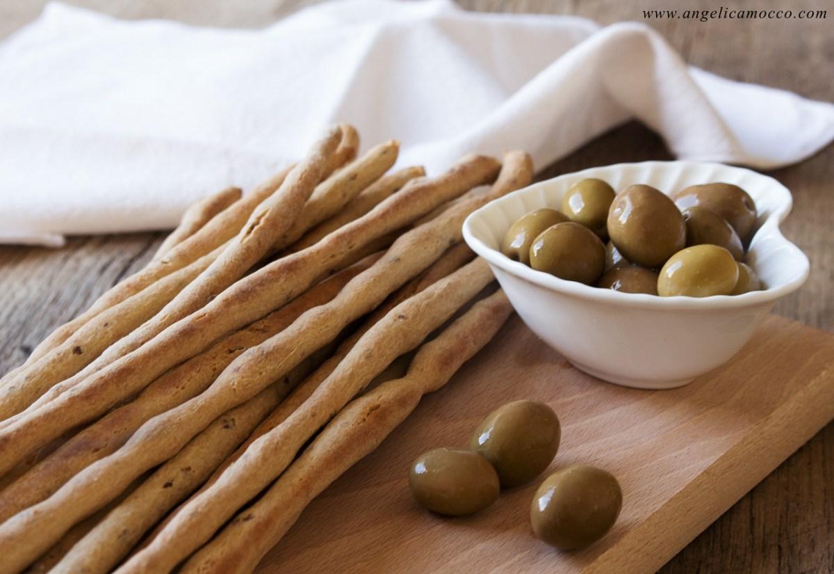 Grissini di amaranto alle olive verdi