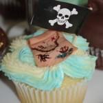 vanilla cupcake, blue and white butter icing, sugar paste, fondant treasure map, pirate theme